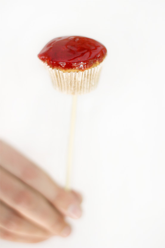 candy-apple-cupcakes-stick