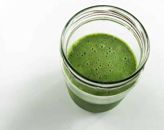 green-smoothie-jar