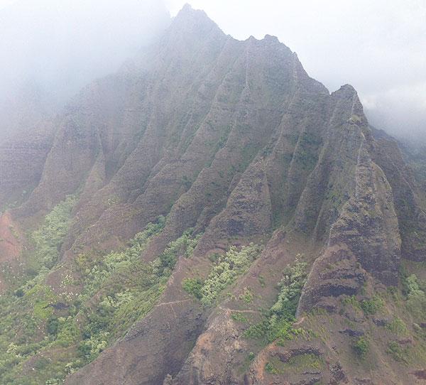 kauai-mountains-helicopter-honest-fare