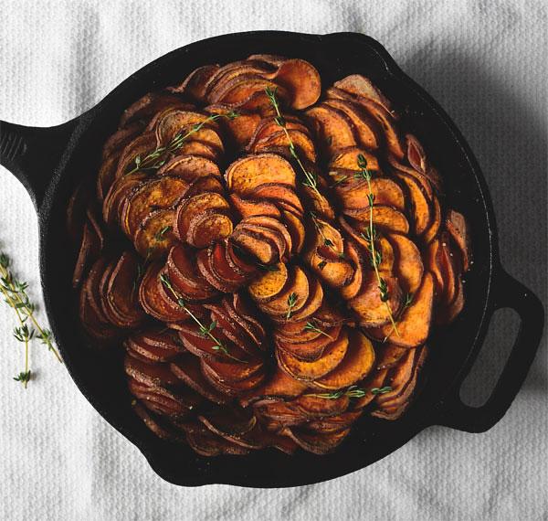 Thanksgiving-crispy-sweet-potatoes-overhead_honestfare.com